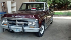 1969 GMC 2500 v-eight