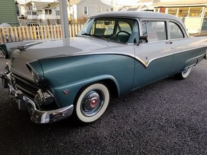 1955 Ford Fairlane Club Sedan V8