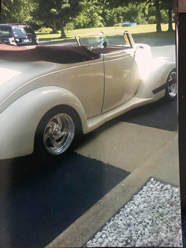 1937 Ford 2-DR Cabriolet Convertible