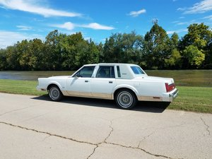 1986 Lincoln Town Car Signature L